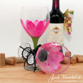 hand painted wine glass pink daisy