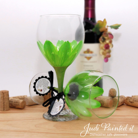 hand painted wine glass lime green daisy