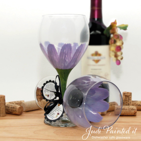 hand painted wine glass lilac daisy