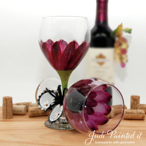 hand painted wine glass berry wine daisy