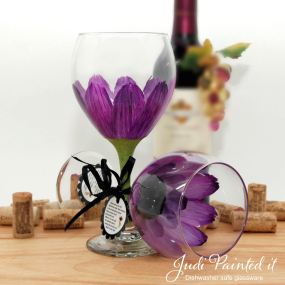 hand painted wine glass red violet daisy