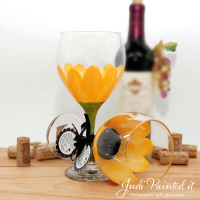 hand painted wine glass yellow daisy