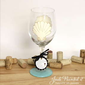 Scallop shell wine glass
